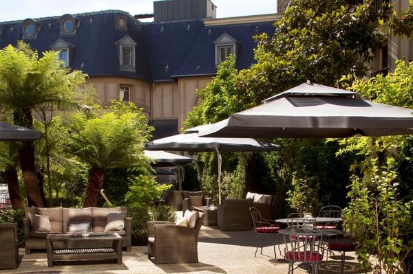 19-Jardin-Hôtel-Renaissance-Paris-Le-Parc-Trocadéro-.jpg