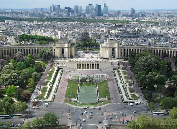 palais-de-chaillot-and-trocadero-fountains-keith-stokes.jpg